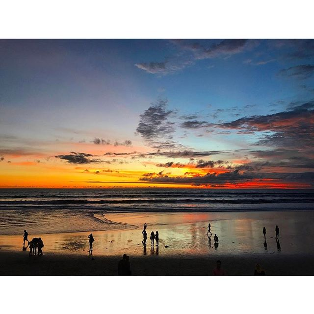 ..sunset time at seminyak beach ...#bali #indonesia #seminyak#sunset #onthebeach #beach #resort#trip #travel #amazing #love#beautiful #sky #バリ島 #バリ #スミニャック#海 #南国 #リゾート